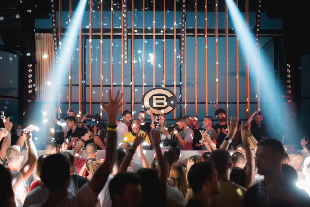 Хиляди фенове дадоха старт на летния сезон в Cacao Beach Club